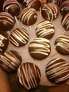 Chocolate Cake Pops With White Chocolate Drizzle