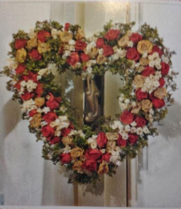 Mille idee casa ghirlanda fuori porta con fiori for Mille idee per la casa