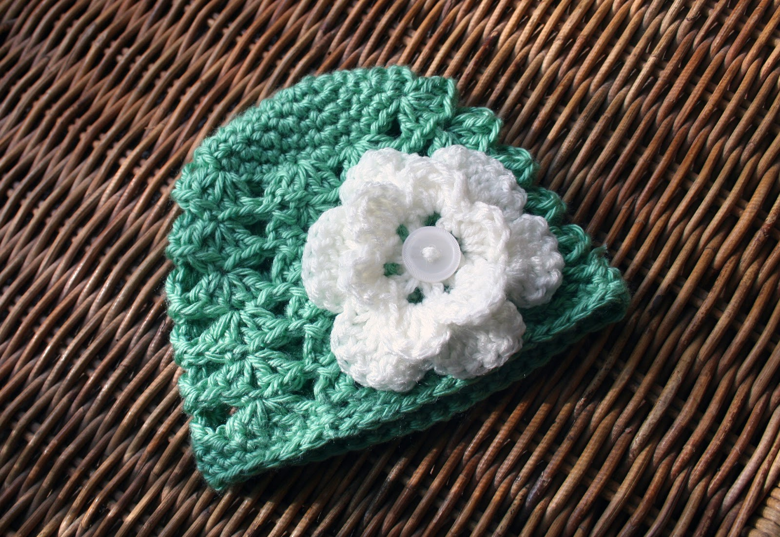 Crochet Beanie Pattern With Flower : Tampa Bay Crochet: Crochet Baby Beanie with Flower