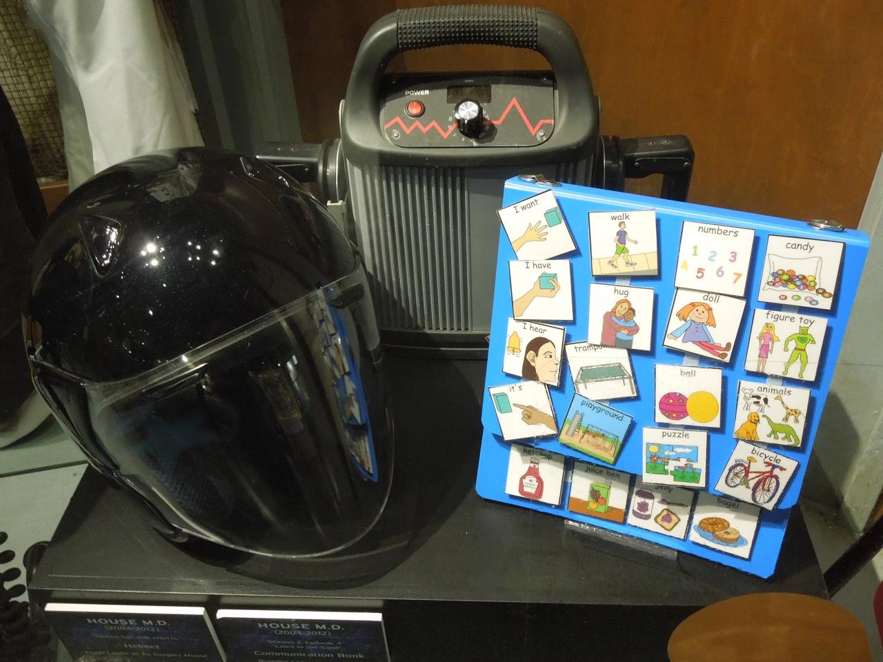 http://4.bp.blogspot.com/-o18rVliNhNw/UVowp2cCnvI/AAAAAAABDmM/k4d1Ekd8Sec/s1600/house+MD+helmet+tv+props.jpg