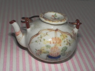 small teapot for dolls