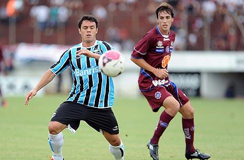 Caxias vinga final de 2011 e elimina Grêmio nos pênaltis
