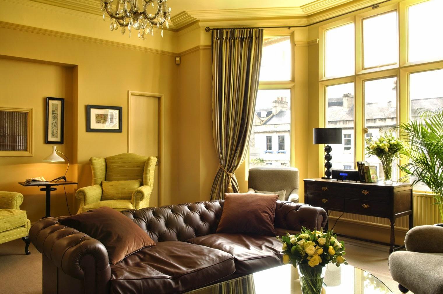 Salas en marr n y amarillo salas con estilo - Combina colores en paredes ...