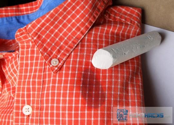 Tips membersihkan noda lemak pada baju