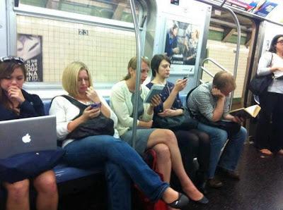 SKVĚLÝ DOMOV: Paradox našeho času MacBook, Kindle, iPhone, iPad kniha