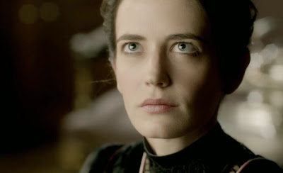 Eva Green Vanessa Ives intense gaze Penny Dreadful pictures photos screencaps premiere review
