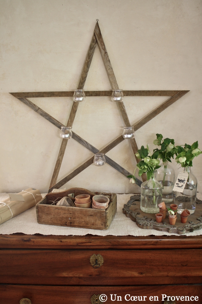 Wooden star decorated with former glass plungers