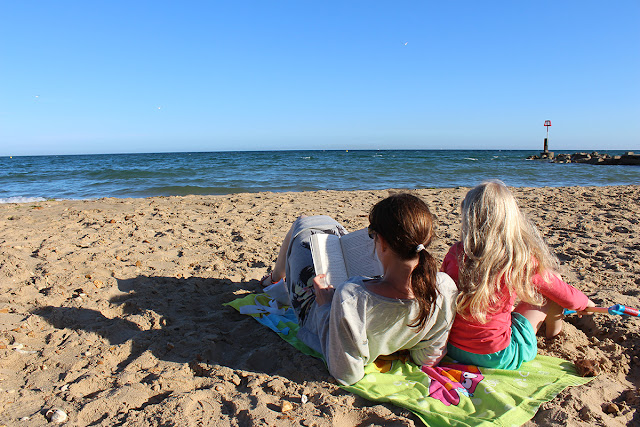 reading-on-the-beach-todaymywayblog
