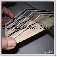 É simples fazer um mini tear com retalho de madeira e desenvolver a criatividade
