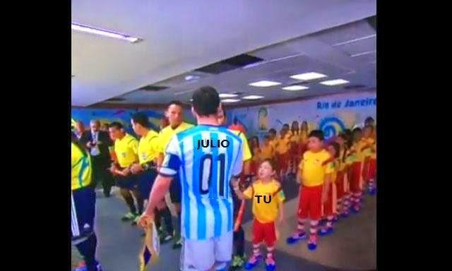 Messi ignorando niño meme