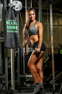 Michelle Lewin sexy hot modelo fitness