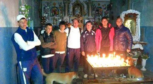 Plantel y jugadores de Gimnasia de Jujuy, cumplieron la promesa a la Virgen de Punta Corral.