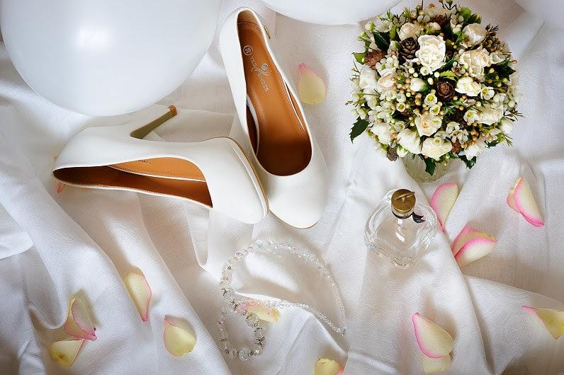 balti vestuviniai bateliai