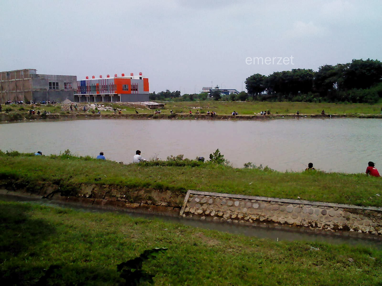 Pembangunan Plumbon Square-Kabupaten Cirebon, 15 Februari 2014 Kemungkinan lokasi yang terlihat dijadikan tempat pemancingan adalah tempat Mall+Hotel berada