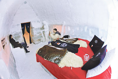 SEBUAH bilik tidur yang terdapat di dalam Hotel Balea Lac di Romania kelmarin.