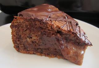 Schokoladen-Marzipan-Bombe mit flüssigem Kern
