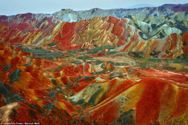 Gunung Berwarna Pelangi - infolabel.blogspot.comGunung Berwarna Pelangi - www.leadership-street.com