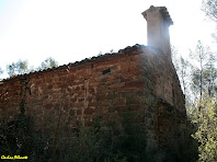 La façana i el campanar d'espadanya a ponent de l'ermita de la Mare de Déu del Grau. Autor: Carlos Albacete