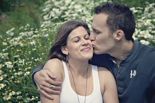 engagement photo kiss