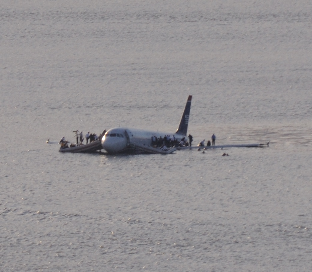 http://4.bp.blogspot.com/-o5QwsENn5Dk/TxgtqaifrDI/AAAAAAAADs4/L-1eg3D7m4U/s1600/Plane_crash_into_Hudson_Rivercroped.jpg