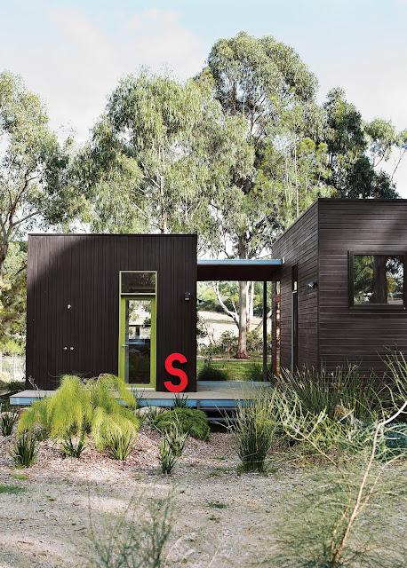 Prefab-Haus aus drei Holz-Modulen