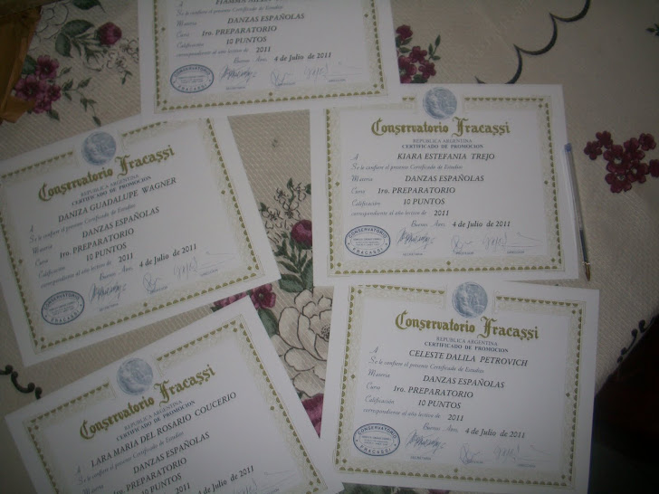 que orgullo!! los primeros certificados de las niñas de danza española!!!