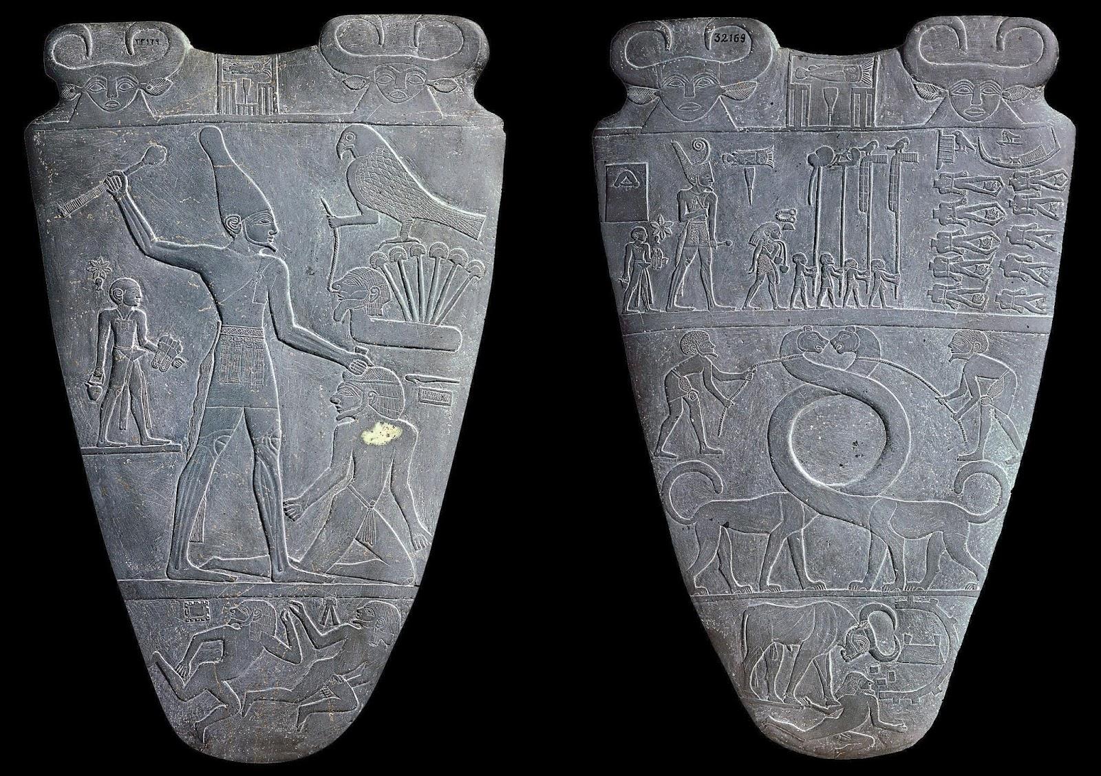 La Paleta de Narmer relata una victoria del rey Narmer sobre sus enemigos. Aquí vemos al faraón golpeando a uno de esos enemigos