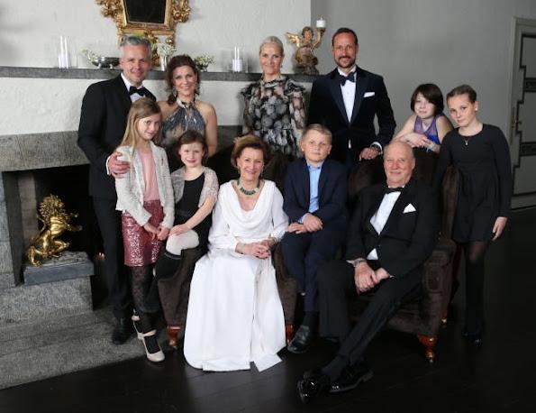 King Harald, Queen Sonja, Crown Prince Haakon, Crown Princess Mette Marit, Princess Märtha Louise, Ari Behn, Princess Ingrid Alexandra, Prince Sverre Magnus, Leah Isadora Behn, Emma Tallulah Behn, Maud Angelica Behn