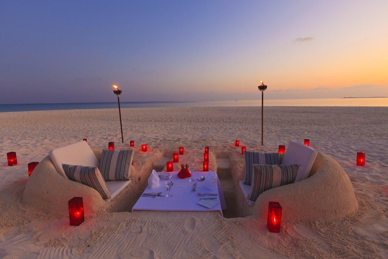 Como preparar una cena rom ntica en la arena de la playa - Como organizar una cena romantica ...