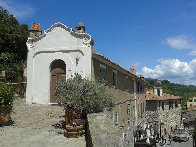 One of the houses and small roads in Castiglione della Pescaia's historic town center