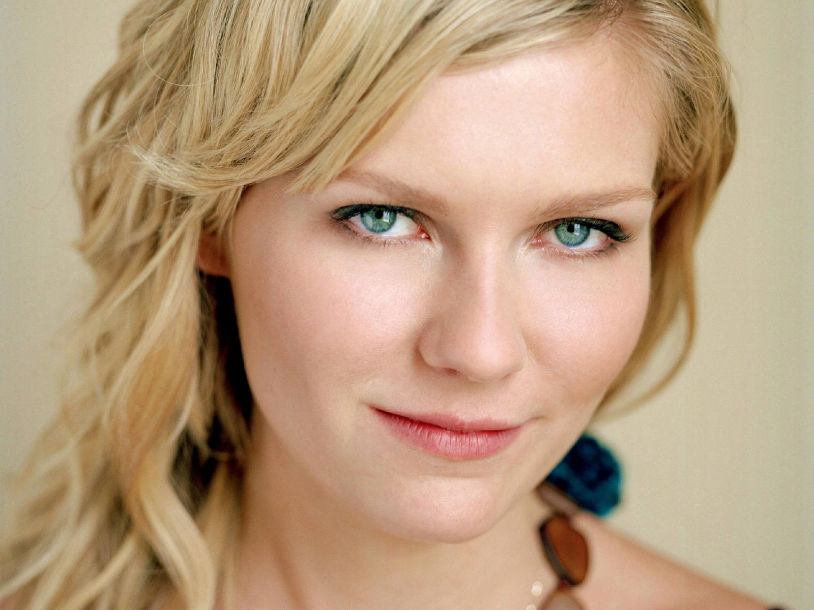 All Awares Kirsten Dunst Holly Wood Actress In Beautiful