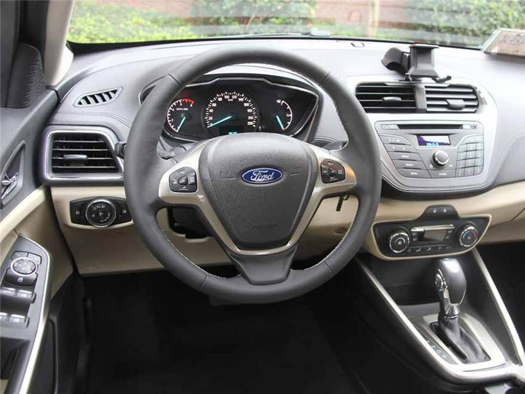 Novo Ford Escort 2015- interior - painel