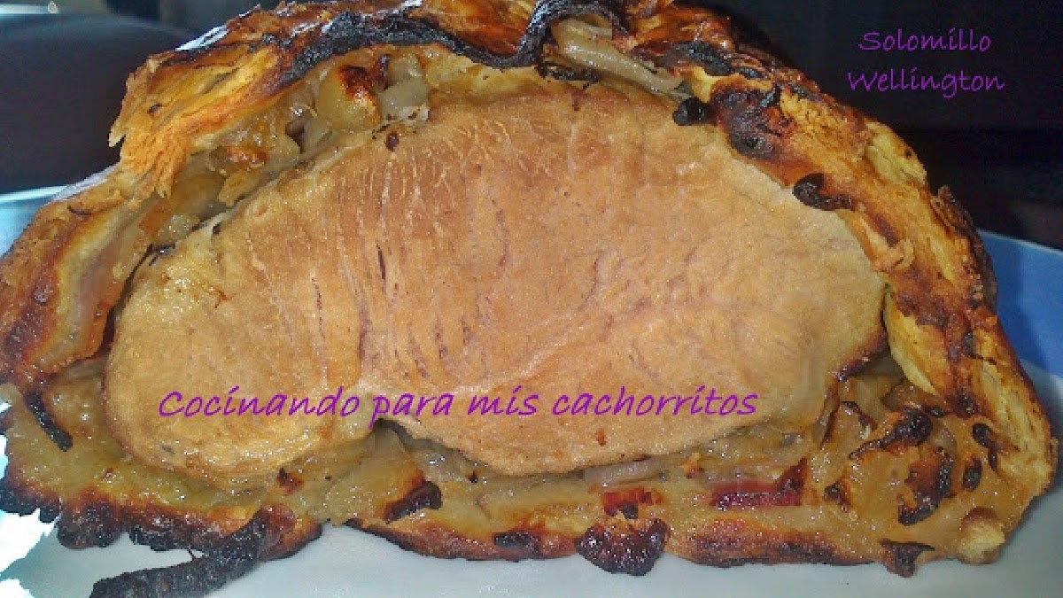 http://cocinandoparamiscachorritos.blogspot.com.es/2013/04/solomillo-wellington-con-cebolla.html
