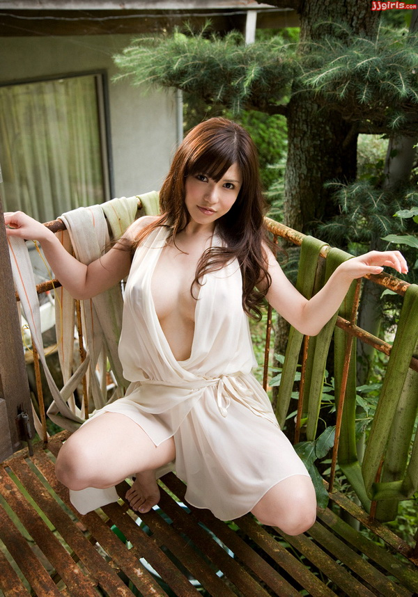 [Picture] Anri Okita in white robe  jav picture