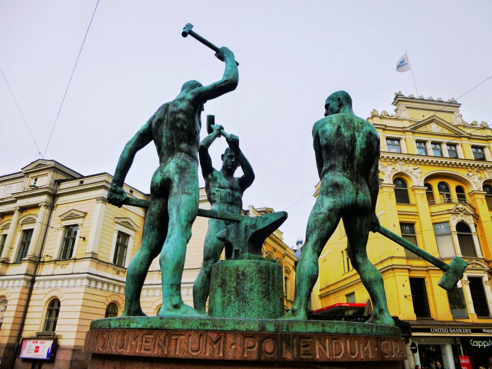 helsinki Statuen