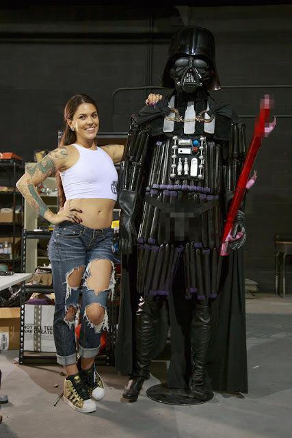 Η πορνοστάρ Kayla-Jane Danger δημιούργησε τον Darth Vader χρησιμοποιώντας ερωτικά παιχνίδια