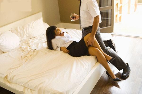 5 chiêu dụ gái vào khách sạn trai hay dùng 1