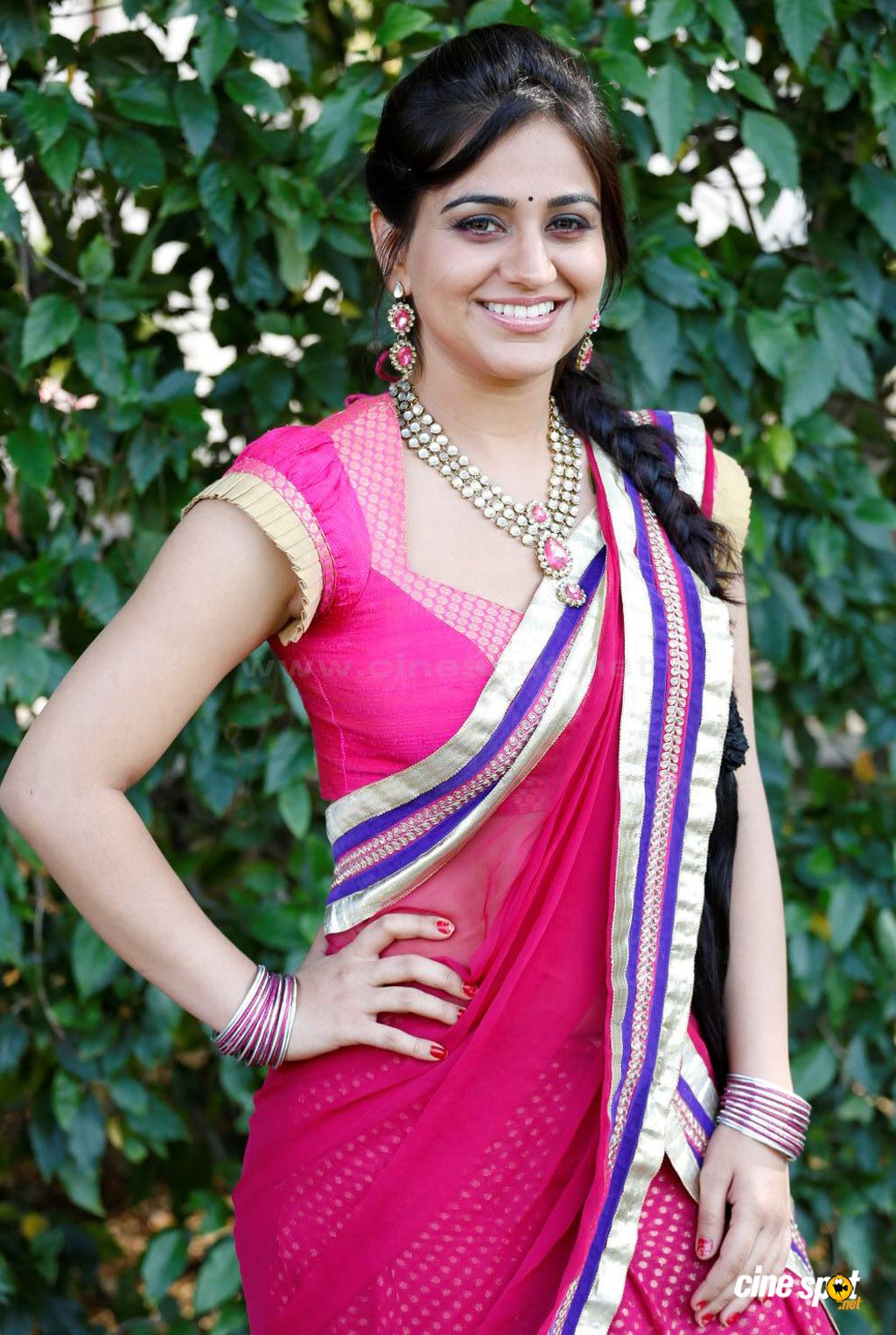 Aksha sidri hot navel and cleavage show in saree from ...