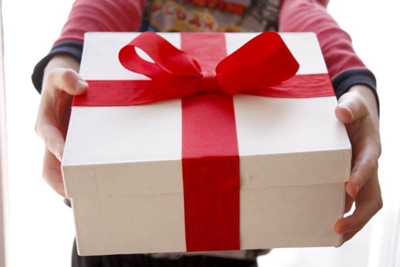 Tips Sukses Bisnis Online Berikan Hadiah