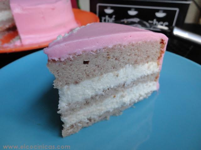 Tarta rosa. Tarta de fresas. Tarta pantera rosa