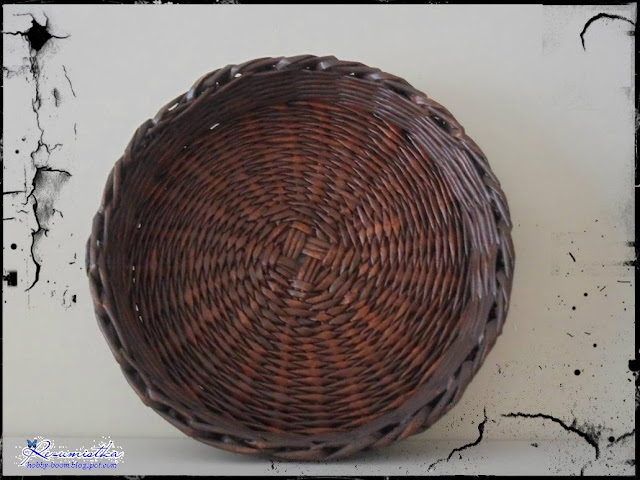 плетеная тарелка из газетных трубочек