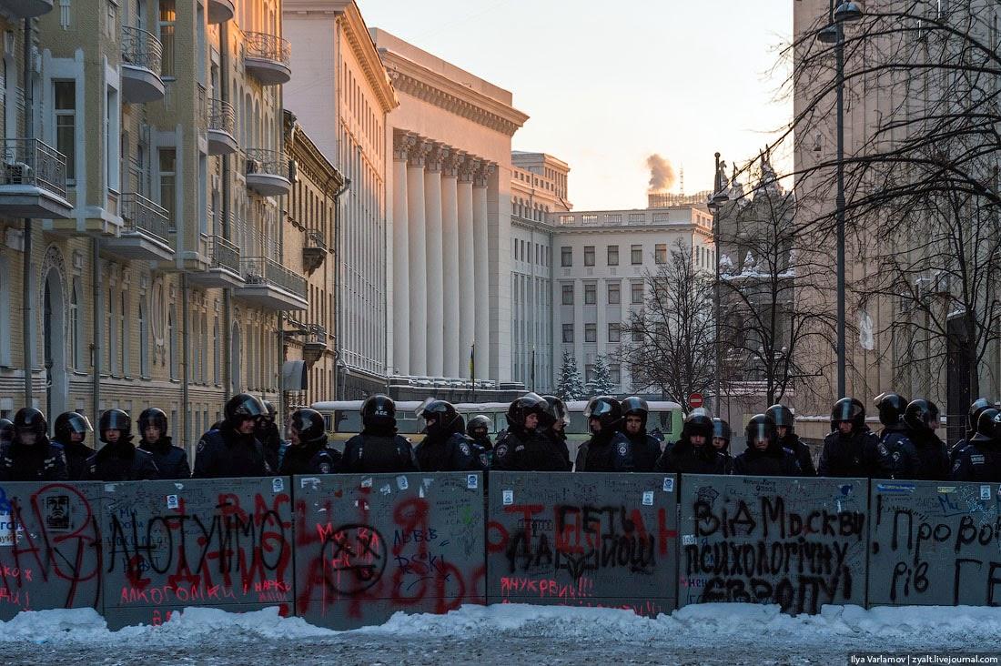 31. На Банковской, где находится администрация президента, тоже оцепление. Там милиционеры совсем неразговорчивые оказались.