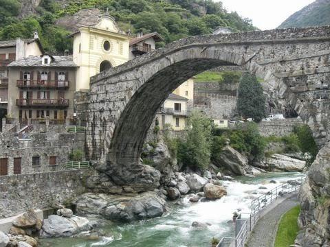 ponte romano Pont Saint Martin
