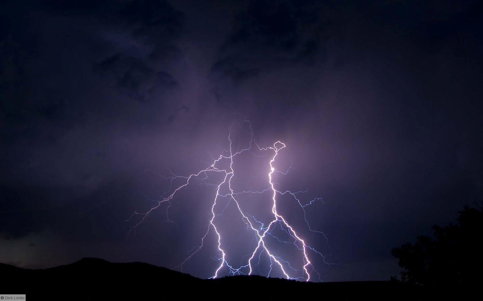 http://4.bp.blogspot.com/-o7jB3rkAb_w/T1bOHQJVfnI/AAAAAAAAIto/XK54qkq2-Ks/s1600/Lightning_bolts_thunder.jpg