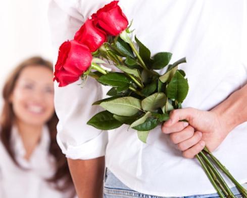 Mengungkapkan Cinta Lewat Bunga pada Seorang Wanita