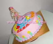 Buttercream cake with fondant figurines/doll
