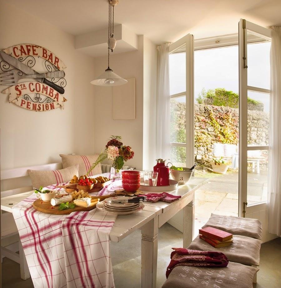 wystrój wnętrz, home decor, wnętrza, aranżacje, dekoracje, meble, dom, mieszkanie, styl rustykalny, styl francuski, szarości, stonowane kolory, biała kuchnia, stół, jadalnia, czerwone dodatki