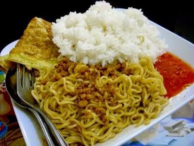 Bahaya Makan Nasi Dengan Mie Instant