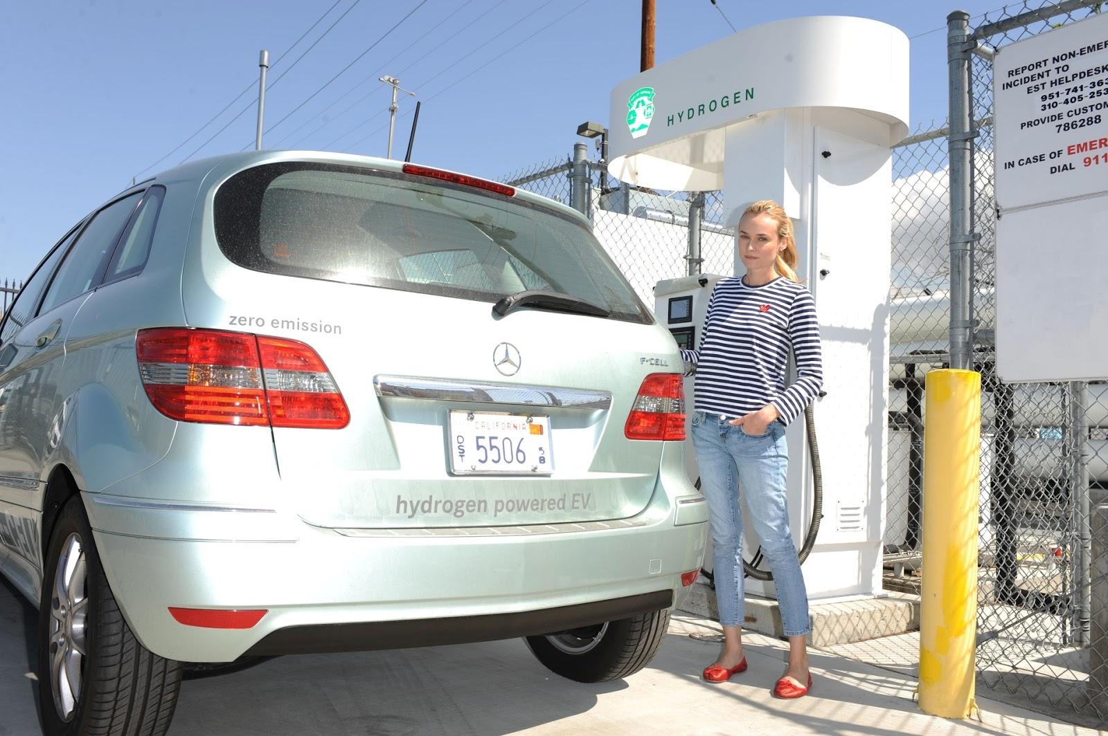 http://4.bp.blogspot.com/-o8M9Pb0Qc00/UN75PBYmXII/AAAAAAAAAIg/FzbDyla4SPE/s1600/Car+Diane+Kruger+2.JPG