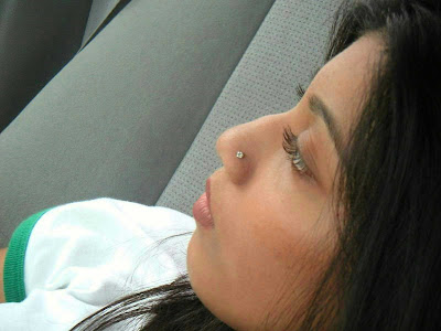 Pakistani Girl Kanwal Picture In Car